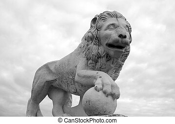 Statue of lion.