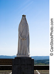 Statue of Santa Isabel, qween of Portugal