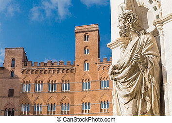 Statue of the Cappella di Piazza and Sansedoni Palace. Siena, Tuscany. Italy