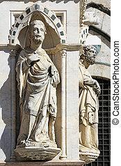 Statues Cappella di Piazza Siena