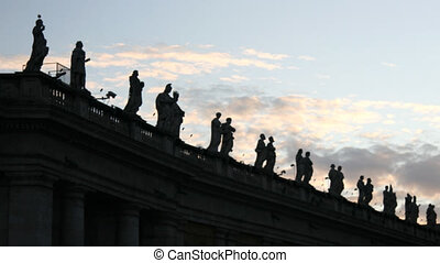 Statues in Saint Peter Square, Rome - Time lapse at sunset