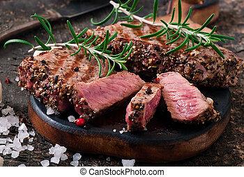 steak, mittler selten, saftig, rindfleisch