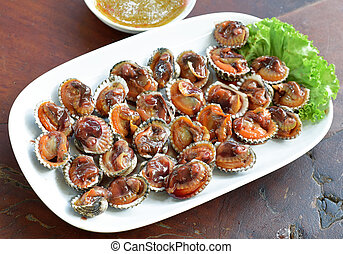 Steamed blanched clams with dipping sauce
