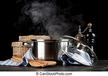 steaming po, zwarte achtergrond