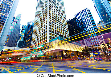 stedelijke , stad verkeer, sporen, op de avond