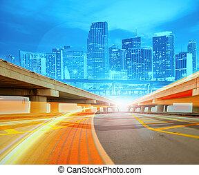 stedelijke , trails., kleurrijke, stad ontsteken, abstract, moderne, downtown, illustratie, motie, gaan, snelheid, snelweg