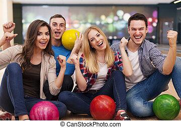 steegje, bowling, verticaal, het glimlachen, vrienden