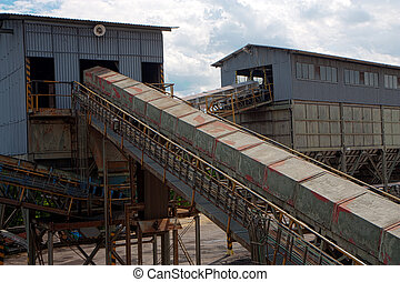 Steel construction with conveyors