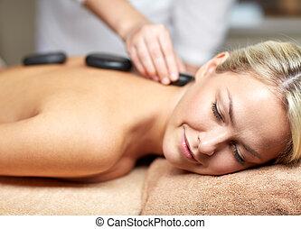 steen, vrouw, op, warme, spa, afsluiten, hebben, masseren