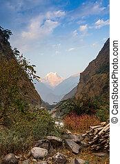 steenpad, in de bergen