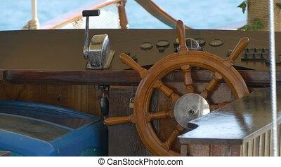 Steering Wheel Old Boat - The wood steering wheel on an...