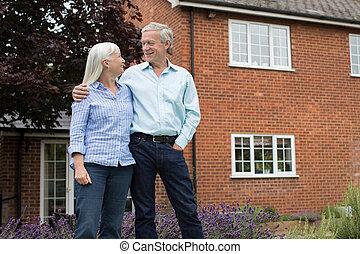 stehende , daheim, paar, pensioniert, draußen