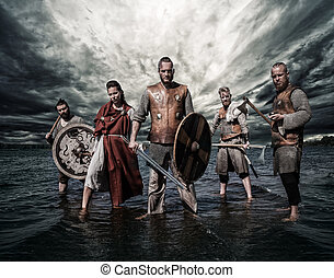 stehende , gruppe, vikings, shore., fluß, bewaffnet