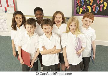 stehende, Klassenzimmer, Porträt, Schulkinder