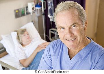 stehende , patienten, lächeln, zimmer, doktor