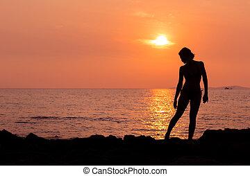 stehende , silhouette, frau, sandstrand, meer