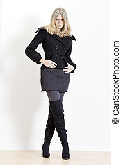 stehende , tragen, frau, modisch, stiefeln, schwarz