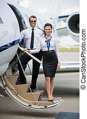 stehende , voll, düse, leiter, länge, privat, terminal, sicher, flughafen, airhostess, porträt, pilot