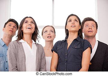 stehende , was, personengruppe, auf, junges schauen, während...