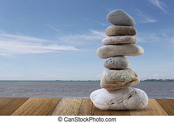 steine, blaues, pyramide, gestapelt, himmelsgewölbe, hintergrund., meer, gleichgewicht