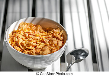 stellen löffel zurück, schüssel, kornflakes