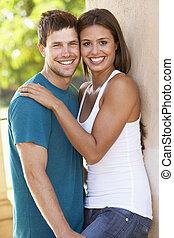 stemningsfuld, ungt par, udenfor, bygning