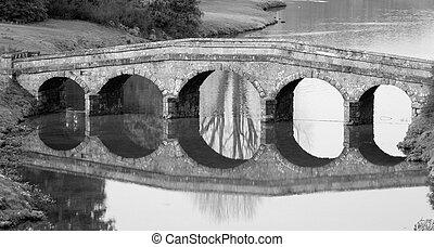 sten bro, 2, sorte hvide