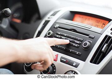stereo, automobile, sistema, usando, audio, uomo