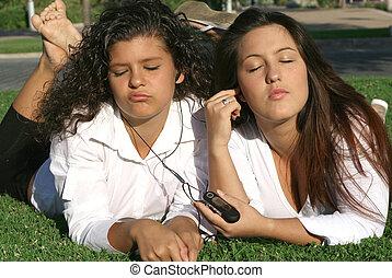 stereo, teilen, entspannend, persönlich, studenten, musik- hören, jungendliche, campus, kopfhörer
