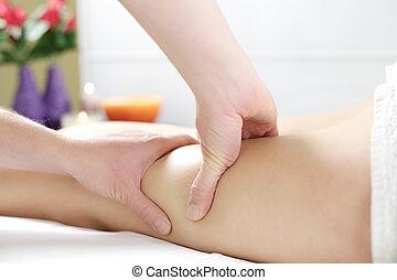 sterke, handen, doorwerken, benen, om te, masseren, cellulite
