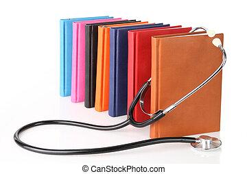 stethoscope, met, een, stapel boeken, vrijstaand, op wit