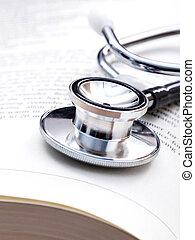 stetoskop, på, a, textbooks, med, ytlig, skärpedjup, för, medicinsk, högskola, concept.