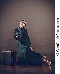 stile, donna, vecchio, macchina fotografica, retro, valigia