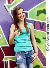 stile, ragazza adolescente, appresso, graffito, fondo.