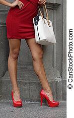 stiletto talons, porter, femme, élevé, rouges