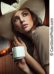 stilig, drickande, kvinna, kaffe