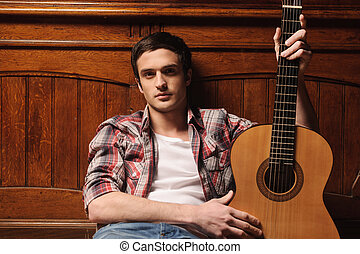 stilig, hans, sittande, guitar., ung, gitarr, golv, holdingen, man, män