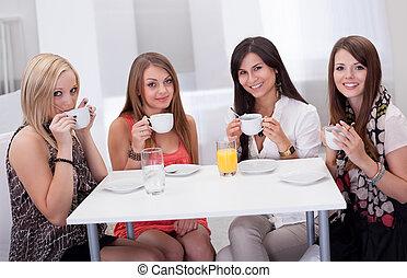 stilig, kvinna, havande kaffe