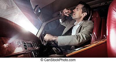 stilig, man, drickande, i bilen