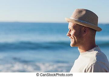 stilig, man, tröttsam, halmhatt, se havet