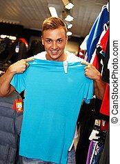 stilig, ung man, välja, t-shirt, in, a, sport, avlopp