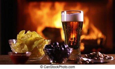 stilleven, van, een, glas van de pils, bier, en, enig, snack