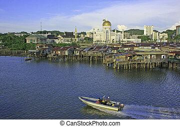 Stilt houses of Kampong Ayer and Sultan Omar Ali Saifudding Mosque, Bandar Seri Begawan, Brunei, Southeast Asia
