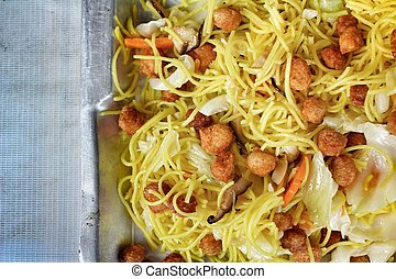 Stir-fried chinese noodles with soy protein