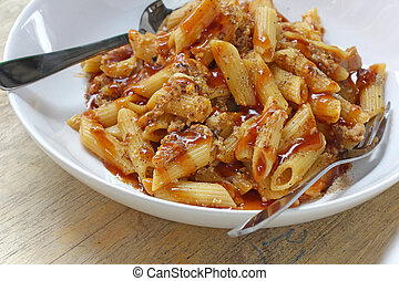 Stir-fried macaroni with ketchup and pig