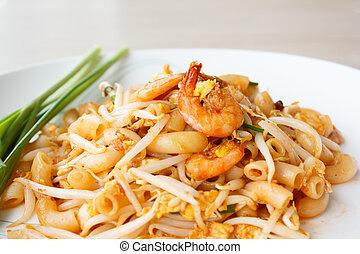 stir-fried macaroni with shrimps (Pad Thai)