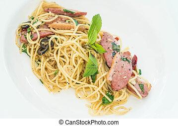 spaghetti with bacon and garlic
