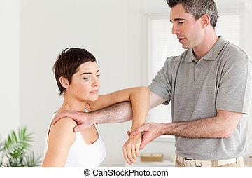stiramento, chiropratico, braccio, donna
