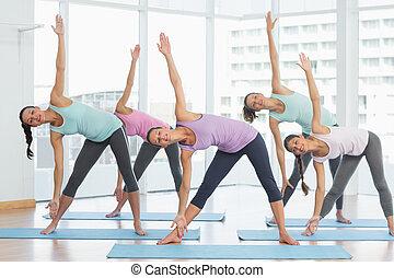 stiramento, studio, idoneità, esercizi, sorridente, donne