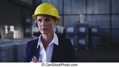 stockage, vérification, directeur, femme, réserve, 4k, entrepôt
